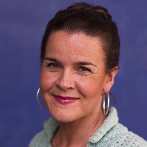 Forfatteren Lena Lindahl, med sterk tilknytning til Narvik, har skrevet den utrolige historien om Betzy Rosenberg som unnslapp nazistenes dødsleirer.