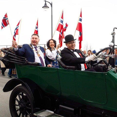 Narvik Automobilselskap fikk midler til drift av Narviks nyinnkjøpte Overland 1914-modell. Bildet er fra 17. mai 2017. Da kjørte bilen først i toget.
