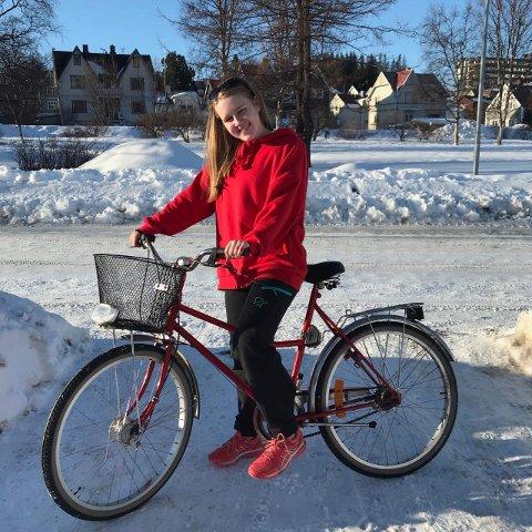 One Chick Standing: Amalie Stette Olsen er eneste medlem i russegruppen One Chick Standing. – Tilfeldige småunger stopper meg faktisk på gata og sier «du er One Chick Standing», sier 18-åringen.