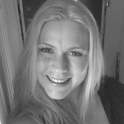 KJENTE AT NOE VAR GALT: Da Therese Dahl Hansen kjente at kroppen ikke var som den skulle, reiste hun rett hjem fra jobb. To dager senere testet hun positivt for covid-19. Det samme gjorde mannen og en av døtrene.