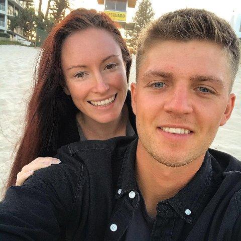 LYKKE: Nikolai Holmøy (25) fra Åsgårdstrand og Cassie Heaslip (24) fra Australia har funnet lykken i Gold Coast Queensland.