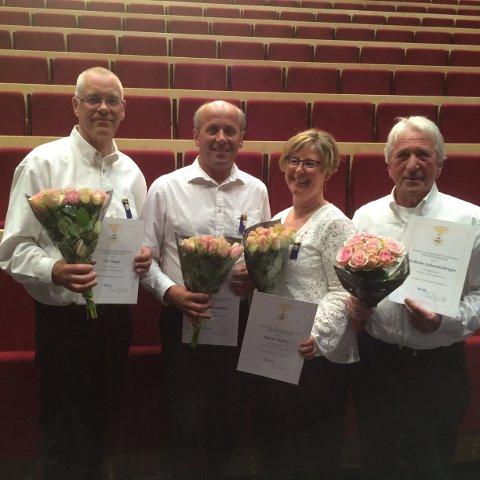 HEDER: Tor Høglo (f.v.), Morten Sandbakken, Ingrid Myhre og Wilhelm Schweinsberger ble hedret med NMFs fortjenstmedalje.