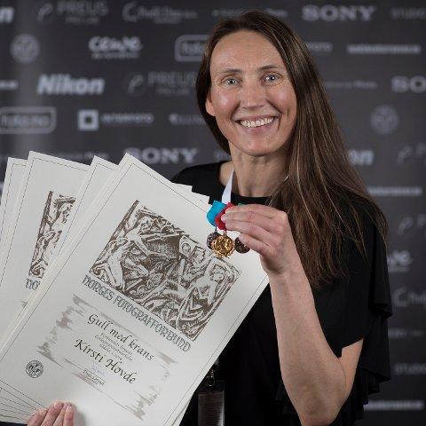 HØYESTE UTMERKELSE: Fotograf Kirsti Hovde ble i helga tildelt utmerkelsen «Gull med krans» av Norges Fotografforbund.