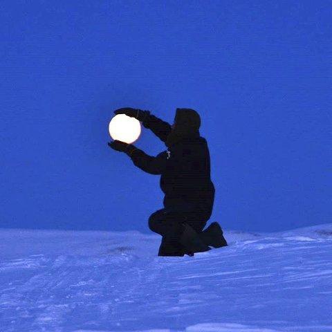 10. FULLMÅNE: Månen skrus på i Heidal ... Foto: EvaKdB, Heidal