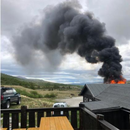 Det brøt ut brann på Nedre Dørålseter i Rondane mandag morgen.