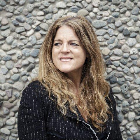 TIl STEINHUSET: Hilde Frafjord Johnson, kommer til Steinhuset tirsdag.Foto: Anna-Julia Granberg/Blunderbuss