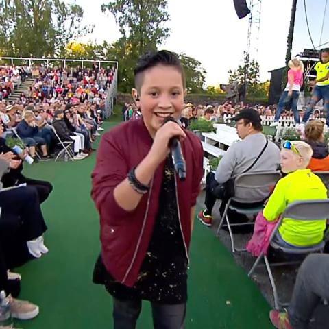 IDOL: Artisten Kyle er et idol for mange. Torsdag synger han i teltet i Brandbu. Foto: Privat