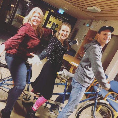 KLARE: En veldig blid gjeng som gleder seg til lørdag. Ann Kristin Aannerud, Karin Fristad og Kristoffer Grua Pedersen.