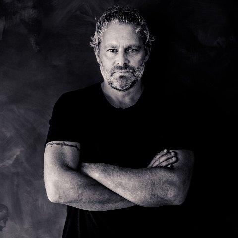 ARRANGØR OG ARTIST: Asle Beck utvider publikumsantallet på konserten ved Brovoll 7. august.