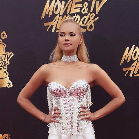 AREMARK: Ine Therese Back Iversen (28) er fra Aremark, men bor for tiden i Los Angeles og intervjuer kjendiser og drømmer om å bli skuespiller.