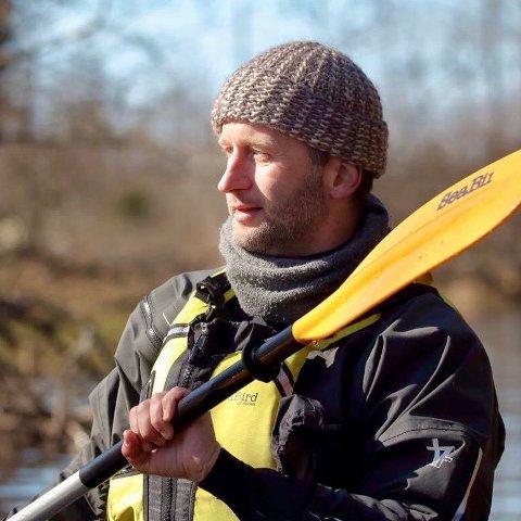 I RETT ELEMENT: Morten Pedersen er ofte sett padlende i en kajakk i Femsjøen, der han bor.