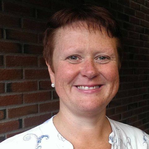 TAR DET MED ET SMIL: Bente Sandtorp er ei sporty dame som tok det med et stort smil da bevæpnet politi sto på døren hennes. Hun klarte til og med å løse skrike-mysteriet i blokka for poitiet.