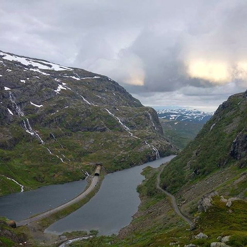 Endless wonder. #natur #utsikt #fabulous #nature #naturelovers #hfsommar #Røldalsfjellet #Norge #Norway Foto: Carine Saue Rasmussen