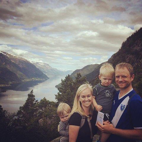 Joakim Sørå fra Stranda på Sunnmøre er samboer med Cathrine fra Odda. Sammen har de to barn; Ola er fire og Jo er seks år.