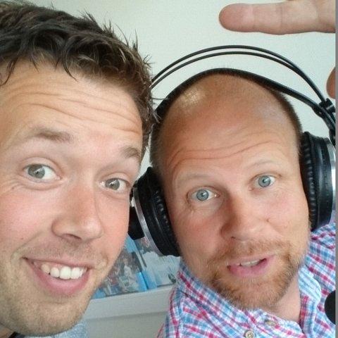 GOD STEMNING I STUDIO: Fredag er det premiere på den nye podkasten til Radio 102-duoen Håkon André Waage (t.v.) og Vidar Levinsen.