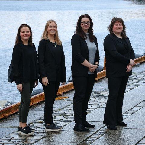 FIRE ANSATTE: Camilla Klovning Strømø startet selskap i april, og har allerede tre ansatte. F.v. Camilla Klovning Strømø, Ida Smedsvig, Camilla Degnov og Sunniva Lie Paulsen.
