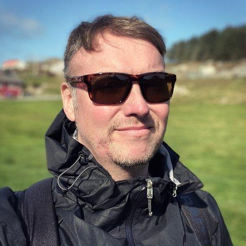 HJEMME: Joakim Lund er blitt Utsira-bu. Og stortrives. Fredag åpner øyas nye rektor også kunstutstilling.