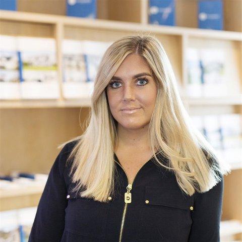 Eiendomsmegler Birgitte Liknes merker at det er et stort behov for kunnskap rundt det å kjøpe seg bolig.