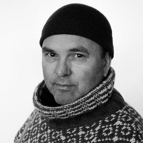 """TIL VARANGERFESTIVALEN: Kunstner Torgrim Halvari tar med seg utstillingen """"100 samiske portretter"""" til Vadsø."""