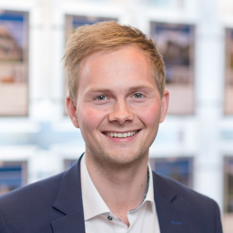 POTENSIAL: Eiendomsmegler Daniel André Adamsen hos EiendomsMegler 1 i Alta mener vertshuset i Porsanger har potensial. Og allerede har interessenter spurt om taksten.