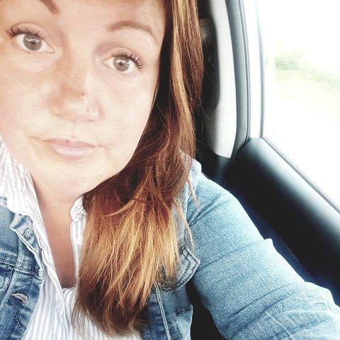 BARN BLIR SVINDLET PÅ NETT: Kirsti Salamonsen forteller at barna hennes har blitt kontaktet av flere fremmede som ber de om å sende inn bilde av foreldrenes bankkort. Hun ønsker å opplyse flere om at slike meldinger kan forekomme, og ber foreldrene prate om barna sine om bruk av sosiale medier.