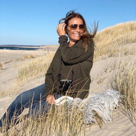NYTT HJEMLAND: Jeanette Mysen Wilhelmsen og mannen flyttet til den polske kystbuen Utska i februar. – Det er som en norsk sørlandsby, sier hun.