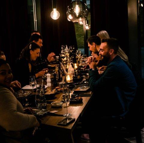 SMÅRETTER: Stakeriet i Alta satser på et nytt konsept for å nå det lokale markedet. De tilbyr nå nordisk gourmet tapas og signaturrettene sine. Det håper de vil få flere til å trekke til restauranten når de åpner igjen på torsdag.