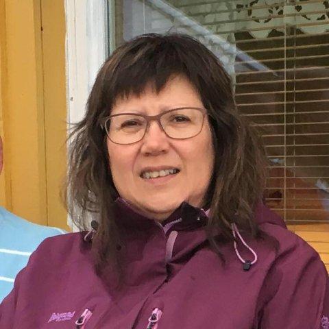 STARTET INNSAMLING: Eli Sabbasen ønsket å gi avdøde John Arve Nilsen, som døde alene i eget hjem, en siste gave. Derfor startet hun en egen innsamlingsaksjon for å samle inn penger til gravstøtte for han.