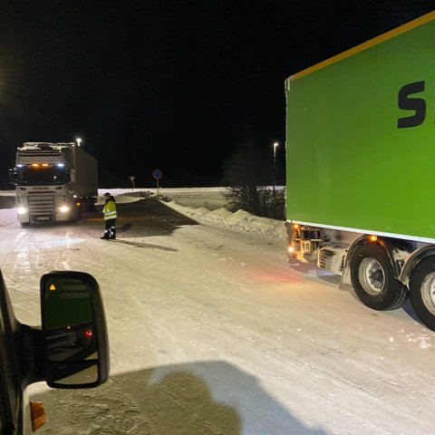 MÅTTE BYTTE: Denne traileren måtte få varene transportert videre av et annet firma, som hadde papirene i orden.