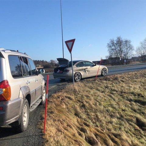 KOLLISJON: Tirsdag formiddag kolliderte to biler ved Magneten.
