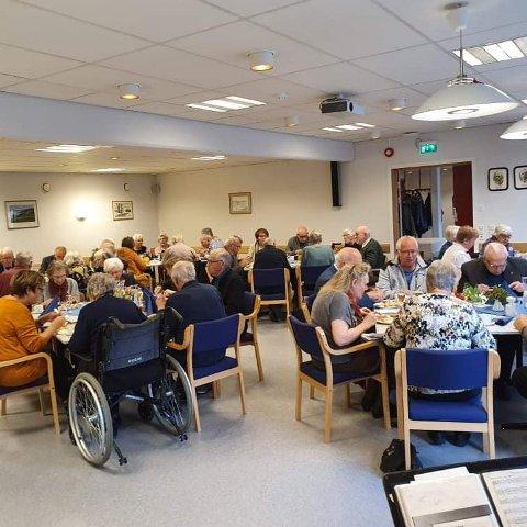 POPULÆRT: 48 eldre takket ja til å være med på trivselskvelden på Røra Samfunnshus.