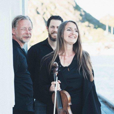 TRIO: Fredag kveld går Susanne Lundeng på scenen i Inderøy Kulturhus samme med sine to kolleger i Susanne Lundeng Trio, jazzmusikerne Nils-Olav Johansen og Erik Nylander.