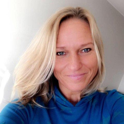 FØLER SEG IKKE SOM 50: – Man føler seg nesten aldri så gammel som tallet viser - ikke i hodet i alle fall, fastslår jubilant Tine Enger fra Aurskog.