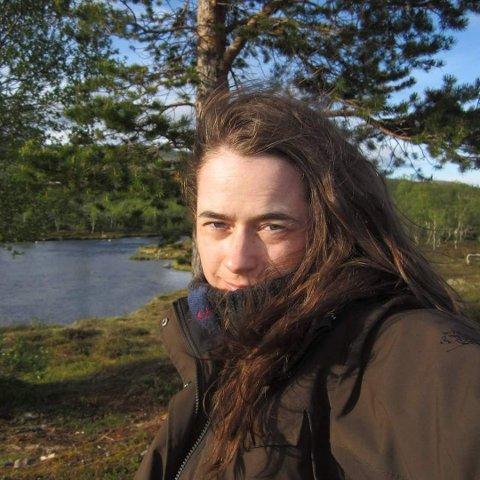 Flere ulveforkjempere velger å være anonyme for å unngå ubehageligheter, men Anne-Karin Morfjord fra Bjørkelangen  er en av dem som viser ansikt. Foto: Privat