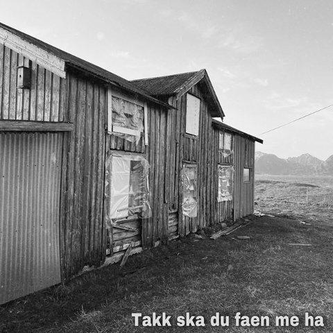 GRÅTT: Coverbildet til Harabaills nye låt er i sort-hvitt og har et mer dystert preg sammenlignet med bandets lystige og fargerike profil.