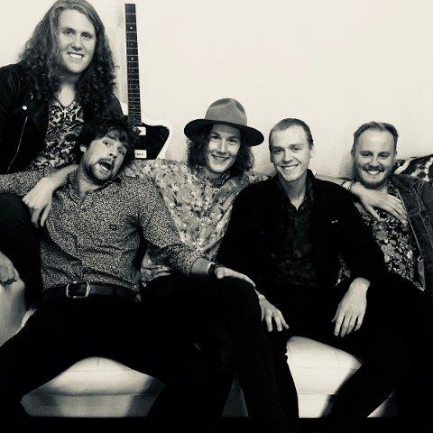 DEBUTALBUM: Bandet består av Christer Espevik (vokal), Andreas Utne Friestad (gitar) Per Haarr, (Gitar) Kristian Åfløy (bass) og Eirik Eik (trommer).