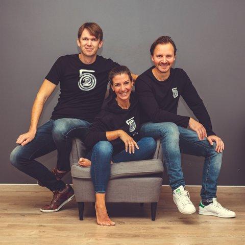 NYE VEIER: Steinar Kroksæter (f.v.), Christina Karlsson og Morten Aanerud i Klinikk 5029 på Jessheim, opplever at familier sliter i den nye tilværelsen og tilbyr nå rådgivning per telefon.