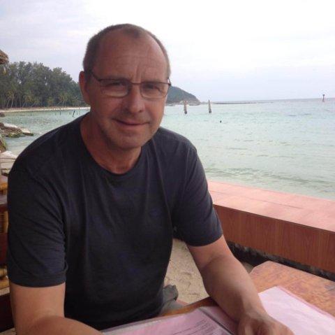 HARNISK: Roger Bruer er i harnisk over oppførselen til Sør-Varanger kommune. Nå krever han at det ordnes opp og settes opp nye lekeapparater i Furuholtet boligfelt på Hesseng.