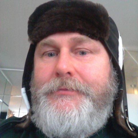 KRITISK: Einar Gabrielsen er kritisk til at myndighetene lar grensen til Russland være åpen, samtidig som russerne har mannskapsbytte.