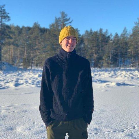 YNGSTEMANN: 16 år gamle Trym Aakre Bærhaugen synes det er viktig at bygdefolket støtter opp om et kjøp av Sagodden kro på Neslandsvatn. Selv går han inn med tusen kroner.