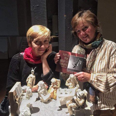Katja Aarflot har skrevet kapittelet om arkitekt og dukkemaker Ilona Buraka i boka «Form og frihet, nyskapning og tradisjon».  Sveip eller klikk på pilene for å se flere biler. (Alle foto: privat)