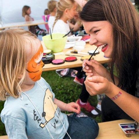 ANSIKTSMALING: En av flere aktiviteter under Barnivalen.