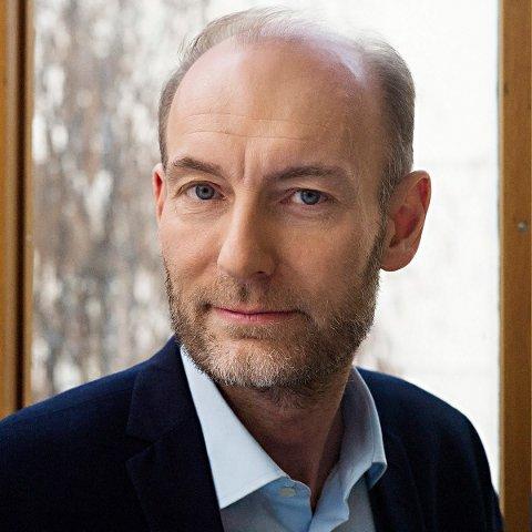 ÅPNER: Knut Olav Åmås, leder i Fritt Ord, holder åpningstalen under Glogerfestspillene.