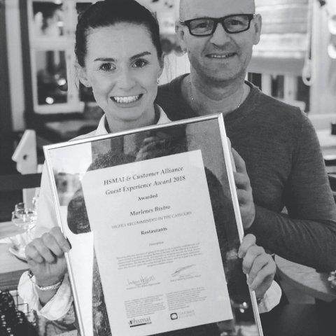 STOLTE: Marlene og faren hennes Alex Sandtner, driver restauranten Marlenes Bistro i Kongsberg. Denne uka fikk de beviset på at folk setter pris på dem.