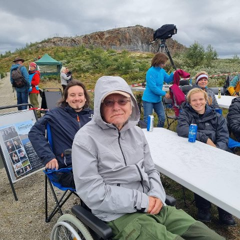 JUBILANT: Sigurd Simonsen fikk billetter til Imingfjellfestivalen i årets bursdagsgave. Her er han på konserten sammen med sønnen Lars-Ivar Hesselberg Simonsen og svigersønn Sigurd Aftret Mørtvedt.