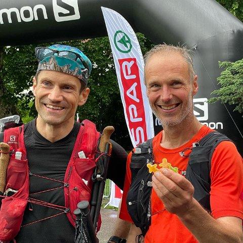 Seigmennene: Samuel Fredriksson (til venstre) og Gunnar Næss på Team seigmenn løp inn til annenplass i Norges tøffeste og lengste løp noensinne.