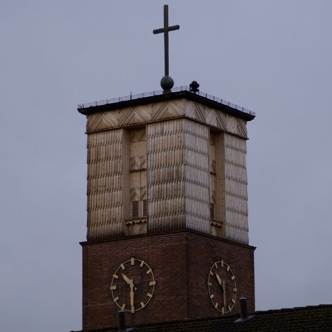 STOPP: Urverket i Lillestrøm kirke styrte før både klokken  på utsiden av kirketårnet og kirkeklokkene. I dag styrer det bare klokken, som nå har stoppet på tiden 10.30.