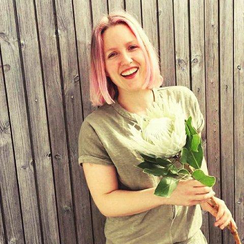 GLEDER SEG: Annelin Røed skal nå drive både blomsterbutikk og kafe.