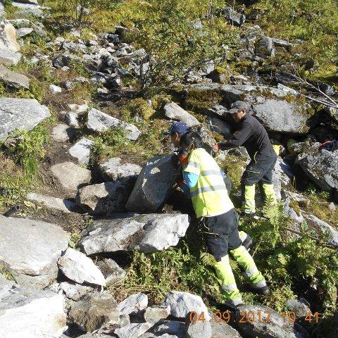 Reinebringen:  Sherpaene er reist hjem etter at de fant for lite stein som var passende. Foto: Stibyggjaren AS