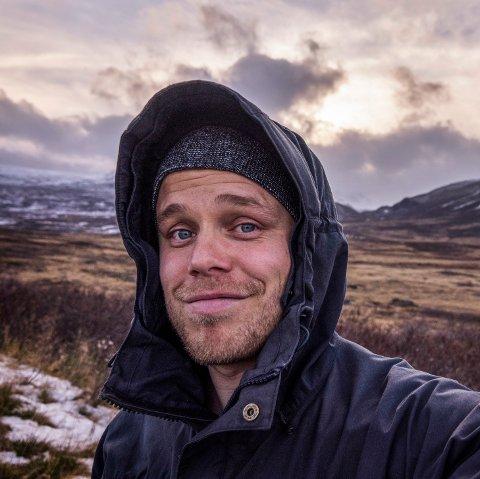 På leit: Forfatter Marius Nergård Pettersen er på leit etter hemmelige hytter.